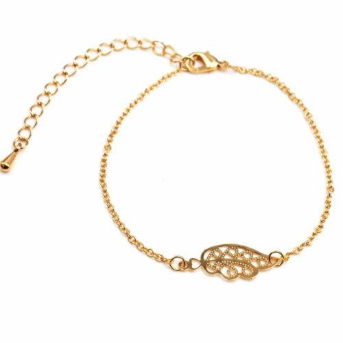 Bracelet-Fine-Chaine-avec-Charm-Aile-Ciselee-Metal-Dore