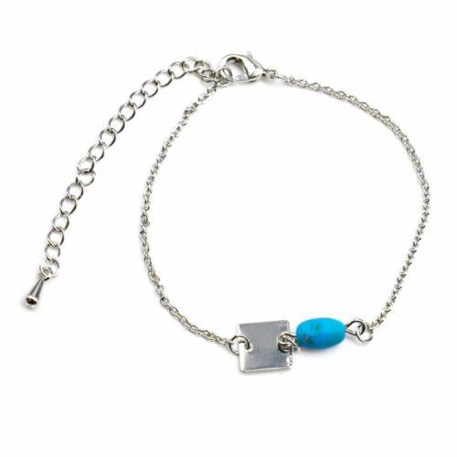 Bracelet-Fine-Chaine-avec-Charm-Pierre-Turquoise-et-Carre-Metal-Argente