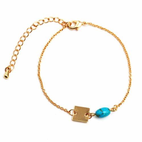 Bracelet-Fine-Chaine-avec-Charm-Pierre-Turquoise-et-Carre-Metal-Dore