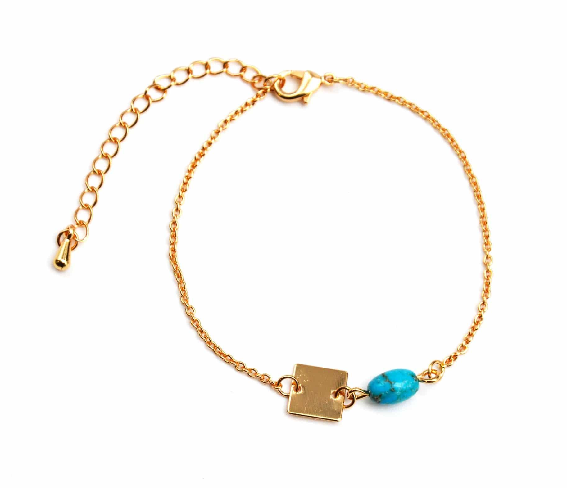 bc1012f bracelet fine cha ne avec charm pierre turquoise et carr m tal dor oh my shop. Black Bedroom Furniture Sets. Home Design Ideas