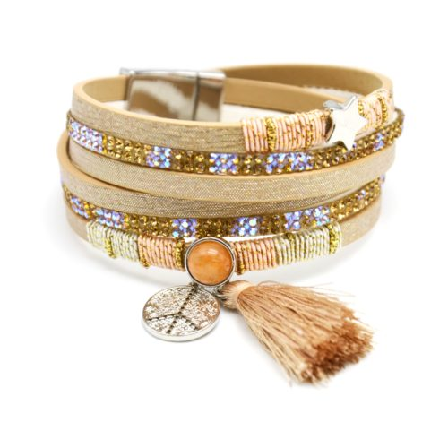 Bracelet-Double-Tour-Multi-Rangs-Brillants-Strass-avec-Charms-Etoile-Peace-et-Pompon-Beige