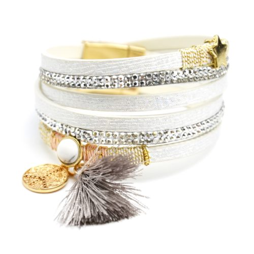Bracelet-Double-Tour-Multi-Rangs-Brillants-Clous-avec-Charms-Etoile-Peace-et-Pompon-Blanc