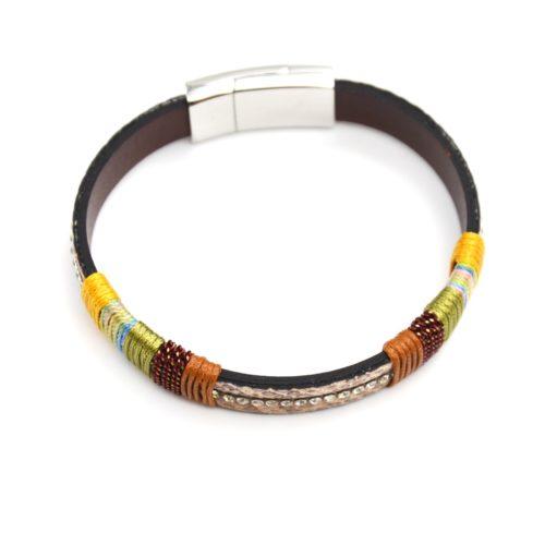 Bracelet-Aimante-Simili-Cuir-Python-Beige-avec-Bandes-Fils-Colores-et-Strass