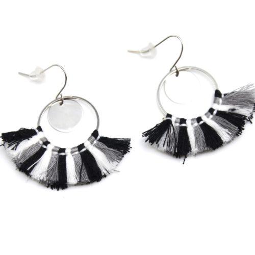 Boucles-dOreilles-Pendantes-Cercle-Ouvert-Metal-Argente-et-Pompons-Tricolore-Noir