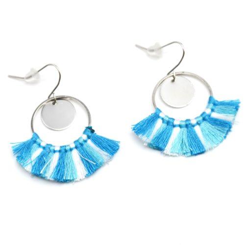 Boucles-dOreilles-Pendantes-Cercle-Ouvert-Metal-Argente-et-Pompons-Tricolore-Bleu