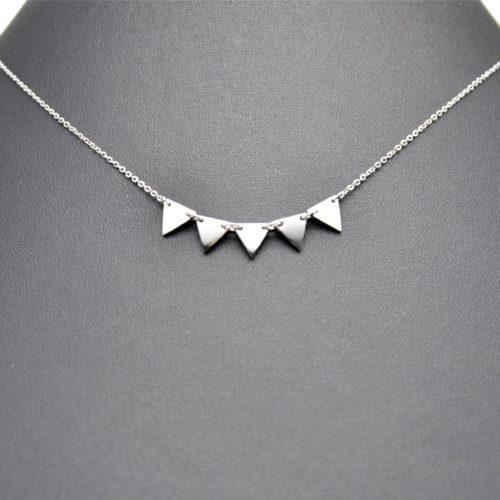 Collier-Fine-Chaine-Pendentif-Multi-Triangles-Inverses-Acier-Argente