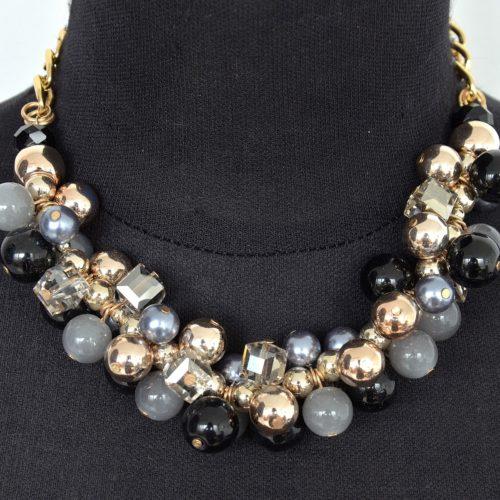 Collier-Chaine-Metal-Plastron-Grappe-de-Perles-NoirGris