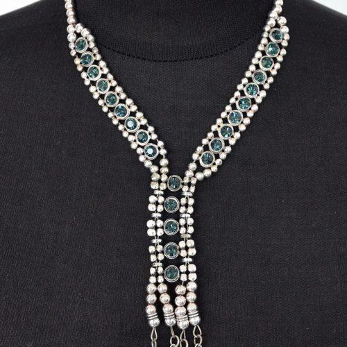 Collier-Plastron-Style-Cravate-Metal-avec-Brillants-Bleu-Nuit