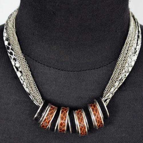 Collier-Multi-Chaines-Metal-Argente-avec-Anneaux-Motif-Ecailles-et-Uni-Noir