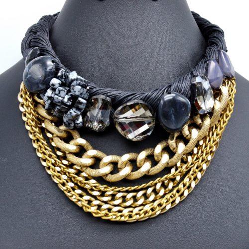 Collier-Plastron-Cordons-Tresses-Perles-Resine-et-Multi-Chaines-Maillons-NoirDore