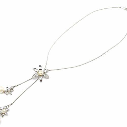 Collier-Chaine-Metal-et-Pendentif-Fleurs-Strass-Metal-Argente-et-Perle-Ecru-au-Centre