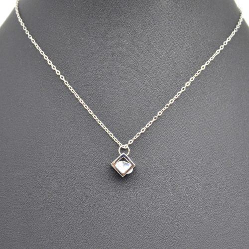 Collier-Fine-Chaine-Pendentif-Cube-Ajoure-Metal-Argente-et-Pierre-Zirconium