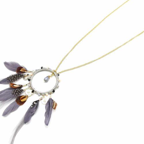 Sautoir-Collier-Fine-Chaine-Pendentif-Cercle-Ethnique-avec-Perles-et-Plumes-Grises
