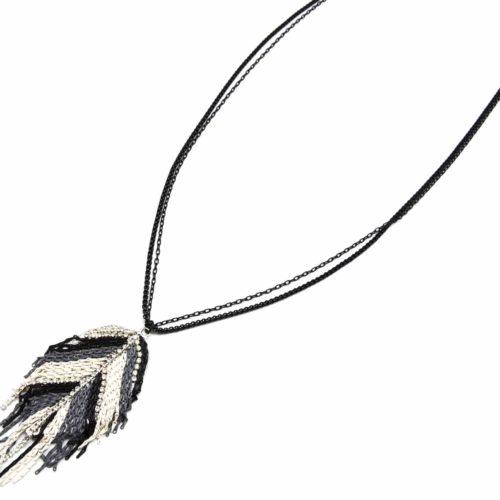 Sautoir-Collier-Multi-Chaines-Pendentif-Feuille-Ornee-de-Chainettes-et-Strass-NoirGrisEcru