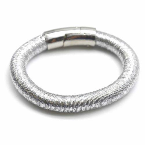 Bracelet-Multi-Fils-Metallises-Enroules-Argente
