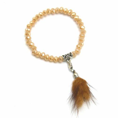 Bracelet-Elastique-Perles-Brillantes-et-Charm-Pompon-Fourrure-Beige