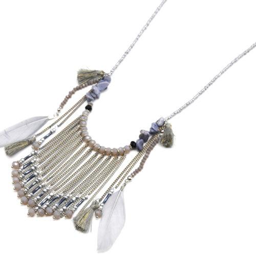 Sautoir-Collier-Perles-Rocaille-avec-Pendentif-Chaines-Pompons-et-Plumes-Grises