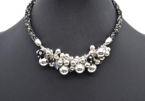 Collier-Ras-du-Cou-Clous-Brillants-Noir-Gris-avec-Grappe-de-Perles-et-Boules-Metal-Argente