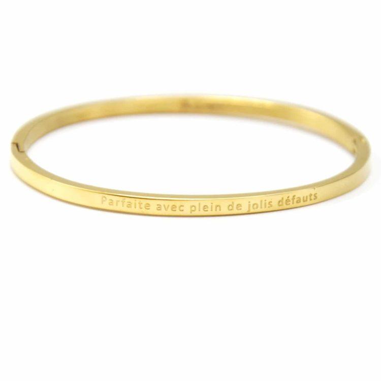 Bracelet-Jonc-Fin-Acier-Dore-avec-Message-Parfaite-avec-Plein-de-Jolis-Defauts