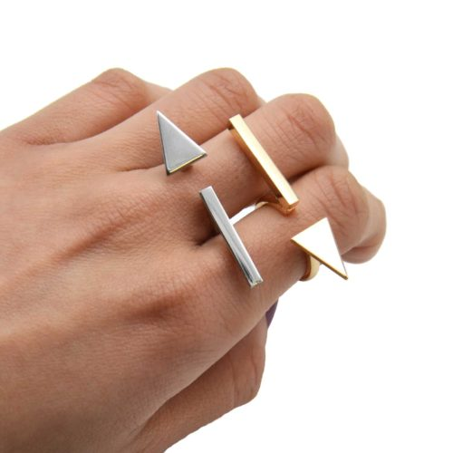 Bague-Ouverte-Barre-et-Triangle-Metal