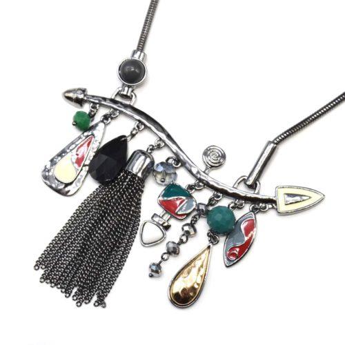 Collier-Plastron-Pendentif-Multi-Formes-Email-Rouge-Perles-Pompon-Chaines-et-Metal-Gris