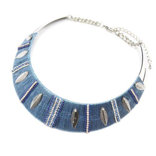 Collier-Plastron-Torque-avec-FIls-Brillants-Bleu-Chaines-Strass-et-Feuilles-Metal-Argente