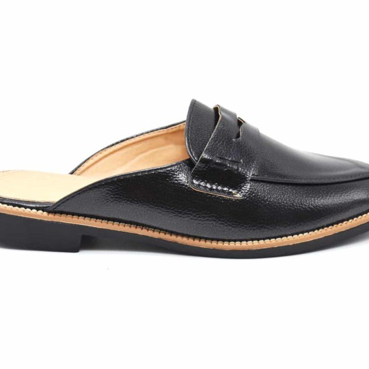 Mocassins-Slippers-Ouverts-Simili-Cuir-Graine-Noir-avec-Bande-Ajouree-Surpiqures-et-Petit-Talon