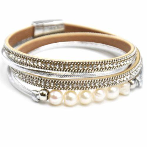 Bracelet-Double-Tour-Multi-Rangs-Simili-Cuir-Vernis-Argente-et-Chaines-avec-Strass-et-Perles-Ecru