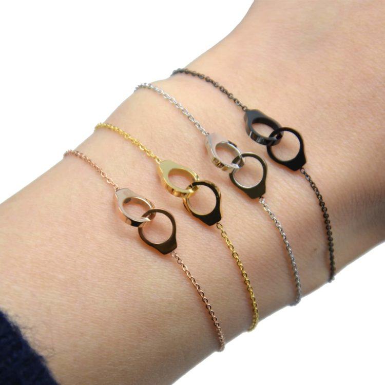 Bracelet-Fine-Chaine-avec-Charm-Mini-Menottes-Entrelacees-Acier