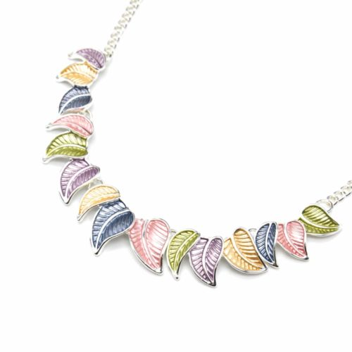 Collier-Plastron-Pendentif-Multi-Feuilles-Email-Multicolore-et-Metal-Argente-Blanc
