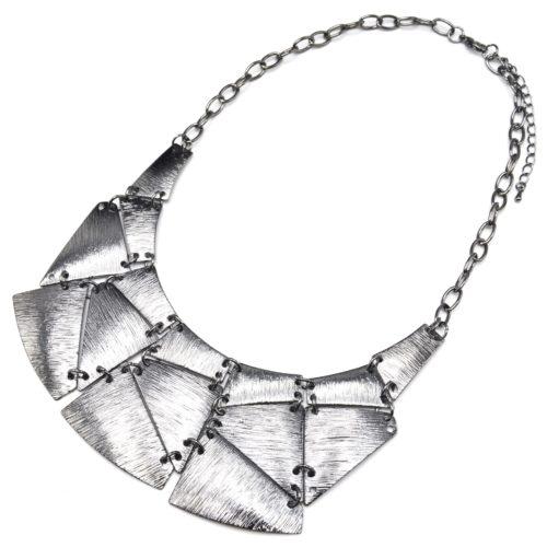 Collier-Plastron-Statement-Pendentif-Multi-Plaques-Metal-Raye-Gris