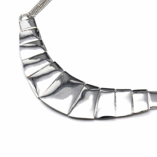 Collier-Plastron-Multi-Chaines-et-Pendentif-Demi-Lune-Metal-Argente