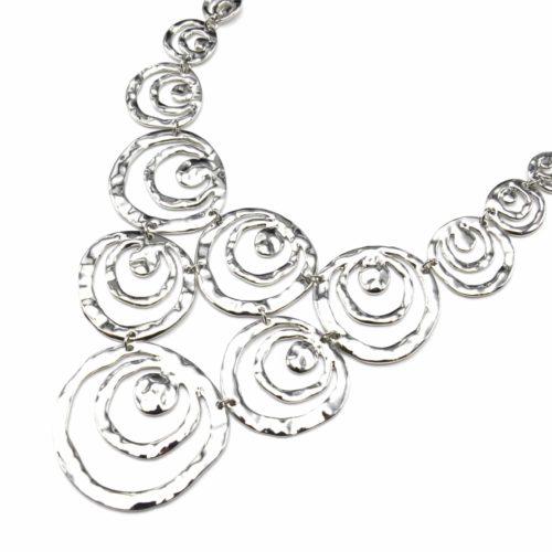 Collier-Plastron-Statement-Pendentif-Multi-Cercles-Ajoures-Metal-Relief-Argente