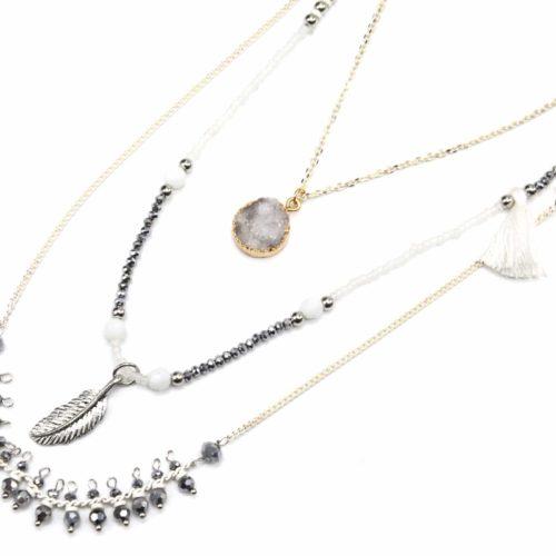 Sautoir-Collier-Triple-Chaines-avec-Pendentifs-Pierre-Grise-Pompon-Plume-et-Perles
