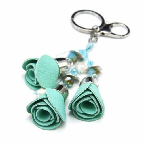Porte-Cles-Bijou-de-Sac-Triple-Fleurs-Simili-Cuir-Graine-Vert-dEau-avec-Perles-et-Pieces-Metal-Argente