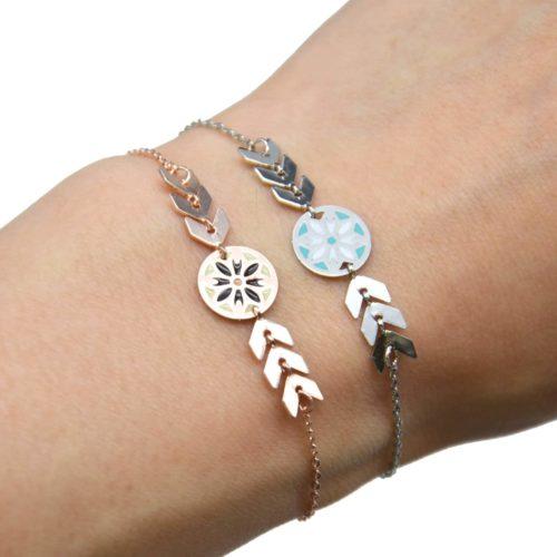 Bracelet-Fine-Chaine-avec-Charm-Cercle-Motif-Ethnique-et-Chevrons-Metal