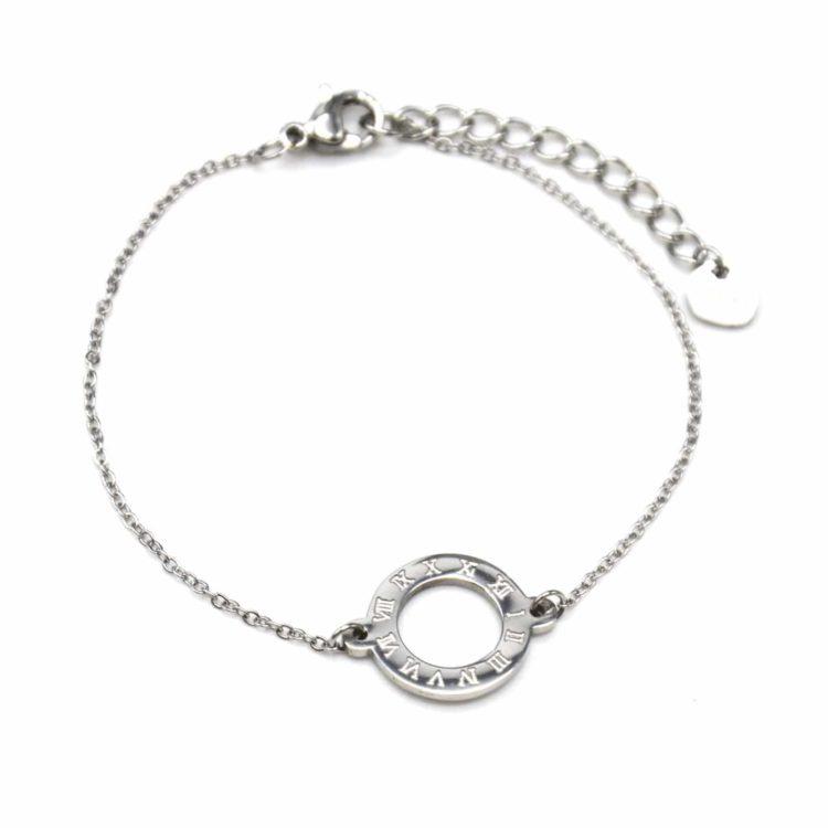 Bracelet-Fine-Chaine-avec-Charm-Cercle-Contour-Acier-Argente-et-Chiffres-Romains