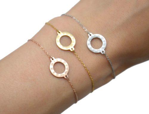 Bracelet-Fine-Chaine-avec-Charm-Cercle-Contour-Acier-et-Chiffres-Romains