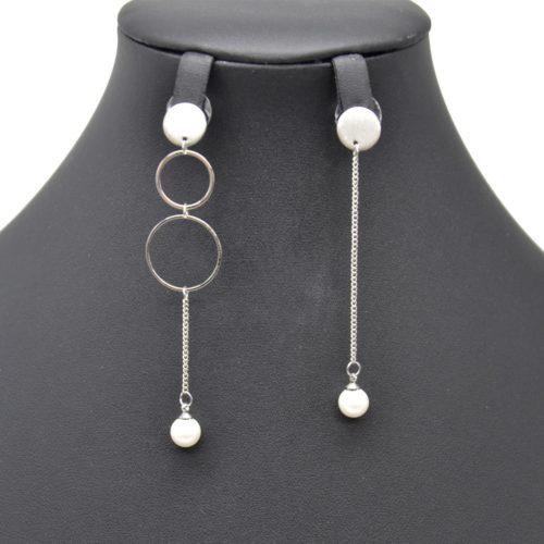 Boucles-dOreilles-Pendantes-Asymetriques-Multi-Cercles-et-Chaine-Metal-Argente-avec-Perle-Ecru