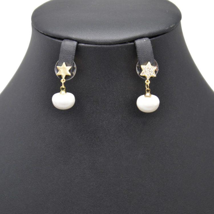 Boucles-dOreilles-Pendantes-Etoile-Strass-et-Metal-Dore-avec-Perle-Nacree-Blanc