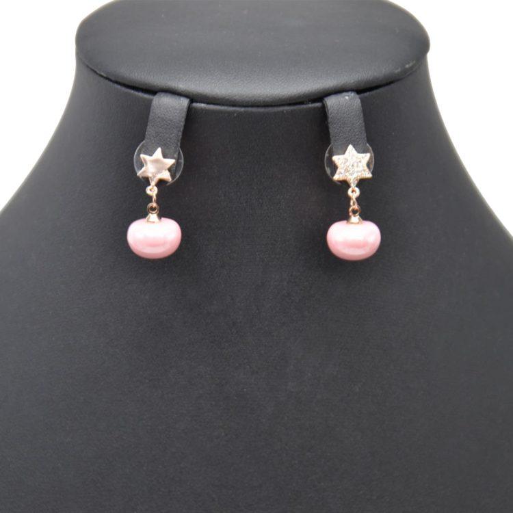 Boucles-dOreilles-Pendantes-Etoile-Strass-et-Metal-Or-Rose-avec-Perle-Nacree-Rose