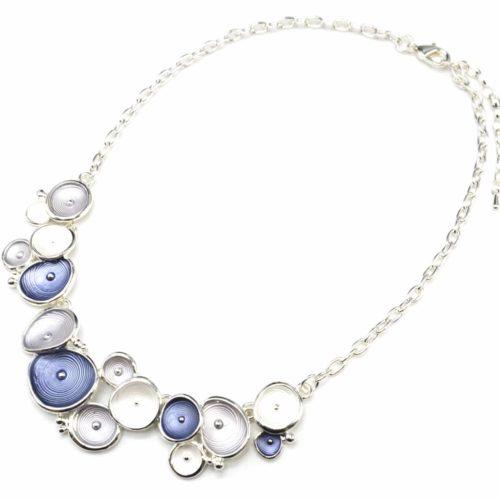 Collier-Plastron-Pendentif-Multi-Coquilles-Email-Bleu-et-Metal-Relief-Argente-Blanc