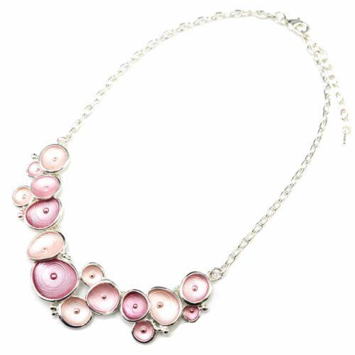 Collier-Plastron-Pendentif-Multi-Coquilles-Email-Rose-et-Metal-Relief-Argente-Blanc
