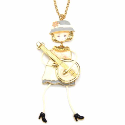 Sautoir-Collier-Pendentif-Poupee-Articulee-Femme-Robe-Metal-Peint-Beige-avec-Motif-Fleuri-Guitare-et-Chapeau