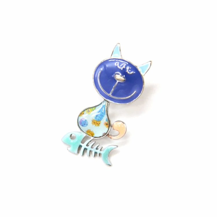 Mini-Broche-Pins-Chat-Metal-Peint-Bleu-Motif-Paisley-avec-Aretes-Poisson-et-Metal-Argente