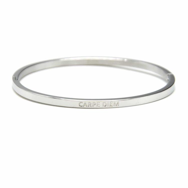 Bracelet-Jonc-Fin-Acier-Argente-avec-Message-Carpe-Diem