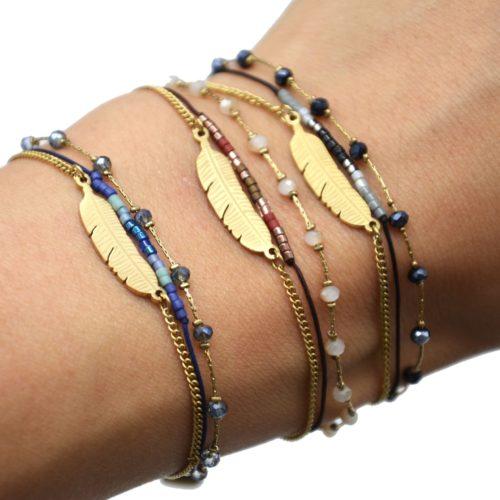 Bracelet-Multi-Rangs-Chaine-Pierres-et-Perles-avec-Charm-Plume-Acier-Dore