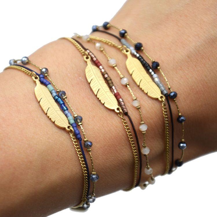 Bracelet-Multi-Rangs-Chaine-Pierres-et-Perles-avec-Plume-Acier-Dore