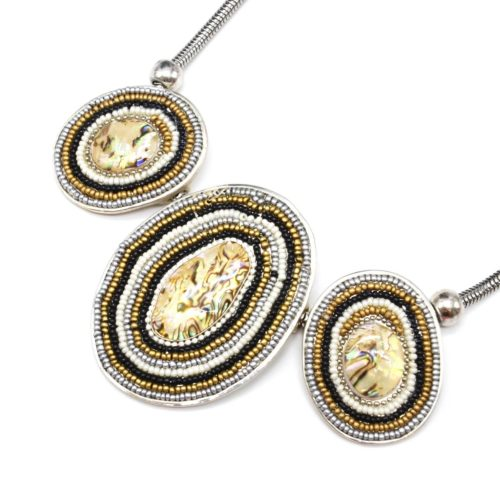 Collier-Plastron-Pendentif-Multi-Ovales-Nacre-Reflets-Perles-Grises-et-Metal-Argente