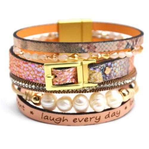 Bracelet-Manchette-Cuir-Motif-Satine-Hologramme-Boucle-Strass-Message-Rose-et-Perles-dEau-Douce